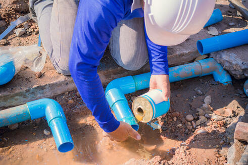 AS_137349184_Construction_Worker_Repairing_Pipe